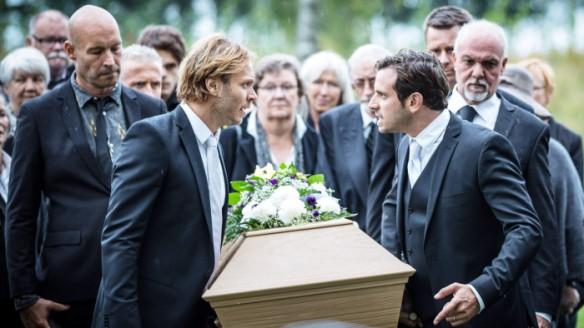 Blutsbande: Die Beerdigung.  Bild via svenska.yle.fi