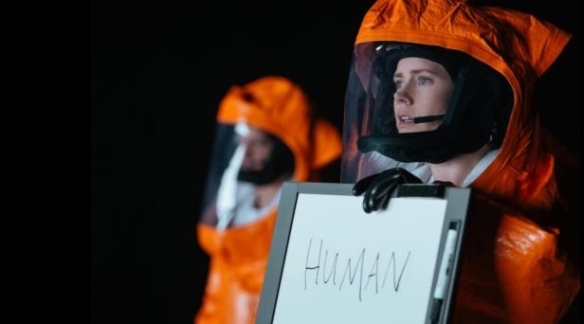 Dr. Louise Banks (Amy Adams) Bild: Arrival Trailer (Youtube)